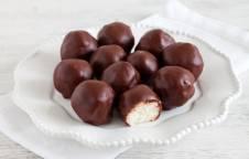 Palline al cocco ricoperte di cioccolato