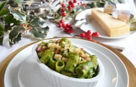 Mezze maniche gratinate con crema di spinaci, baccalà e pancetta