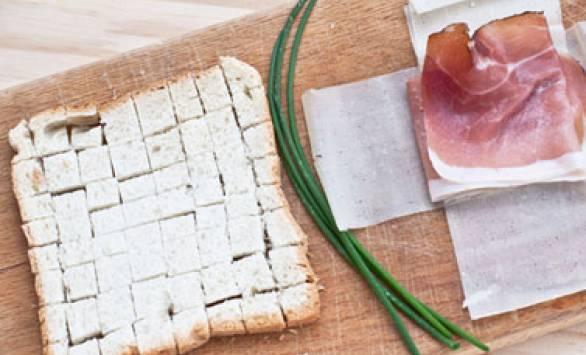 Fagottino di GranSfoglia con Speck e pane in cassetta