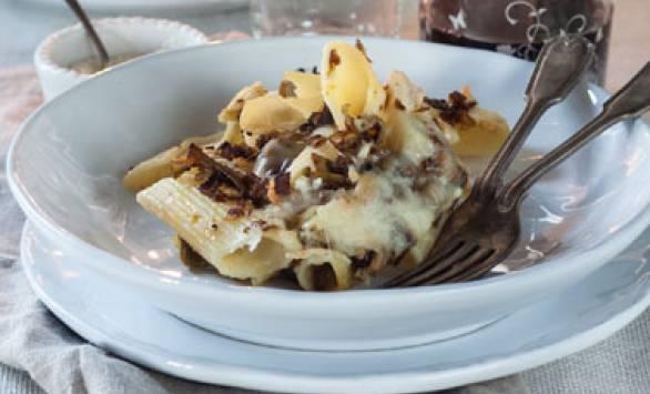Pasta pasticciata con ragù di carciofi