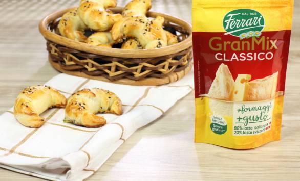 Mini croissant con formaggio e zucchine