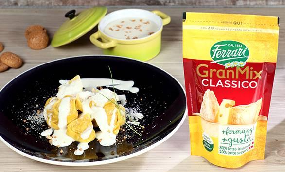 Ravioloni con la zucca su salsa al formaggio