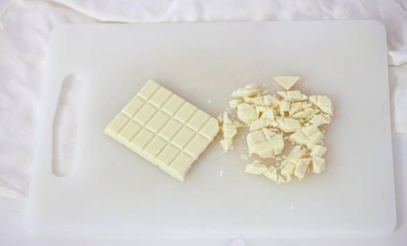 Crumble di colomba alle ciliegie sciroppate e cioccolato bianco